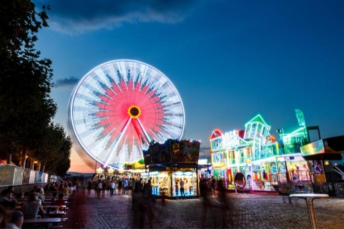 Idée date premiere fois original fete foraine parc attraction