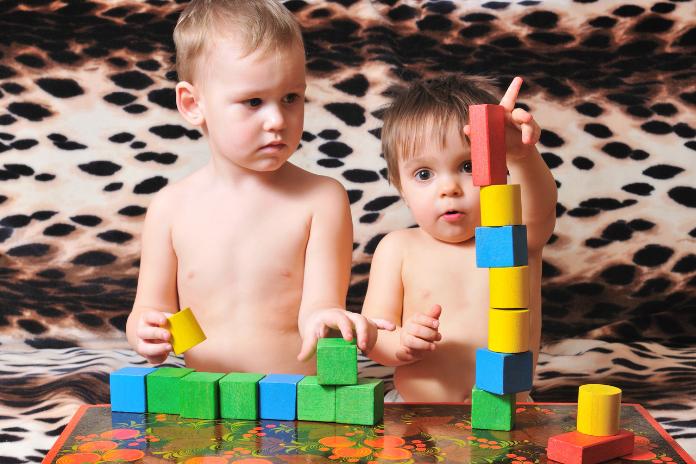 jeux interieur petit enfant bebe 1 2 3 4 5 6 ans ete