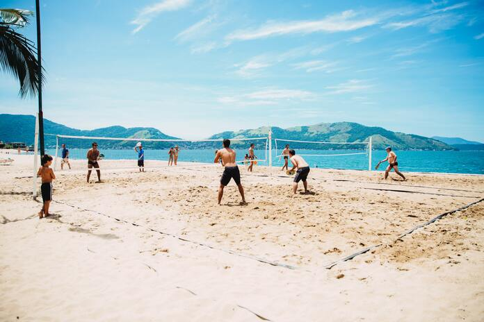 s'occuper sur la plage beach volley